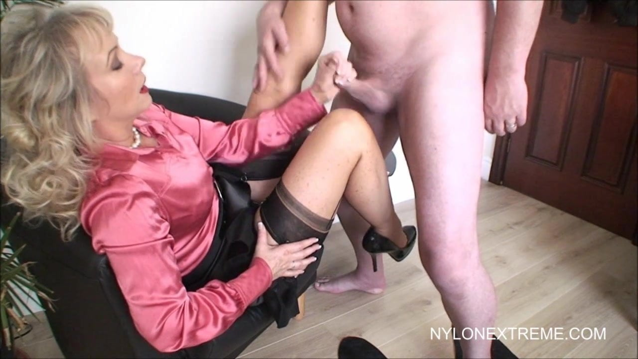 Milf sue takes cumshot on to her nylons photo 2