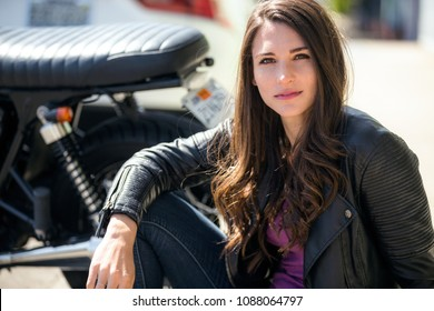 Biker babe gets hot from riding