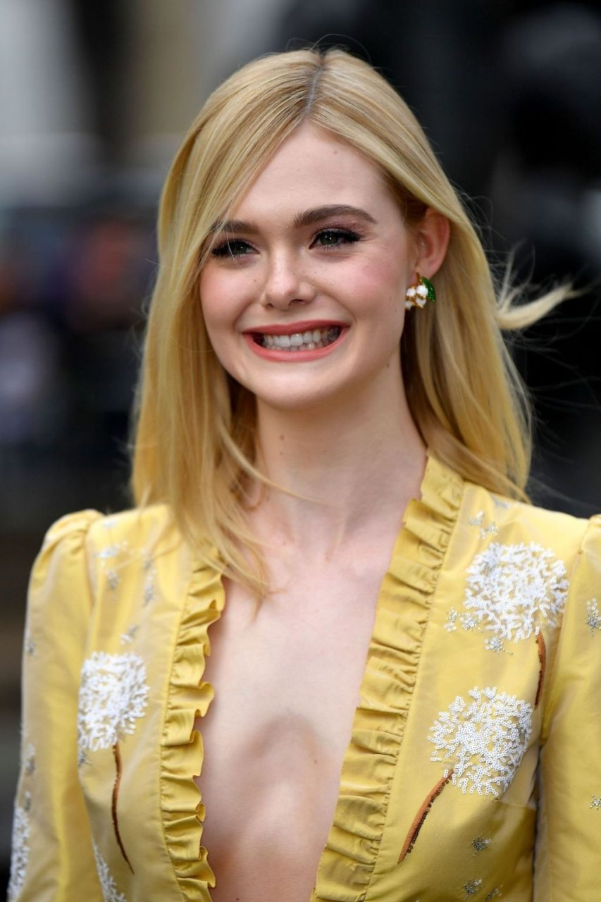 Elle fanning enjoy sex with hollywood actor porn photo elle fanning topless puss