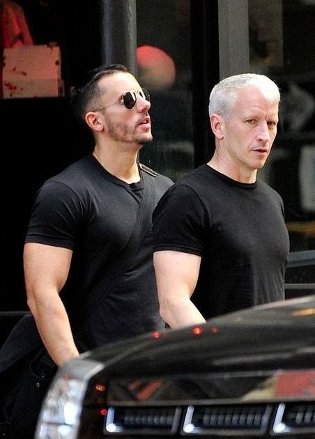 Anderson cooper goes shirtless reveals his house gym photo 2