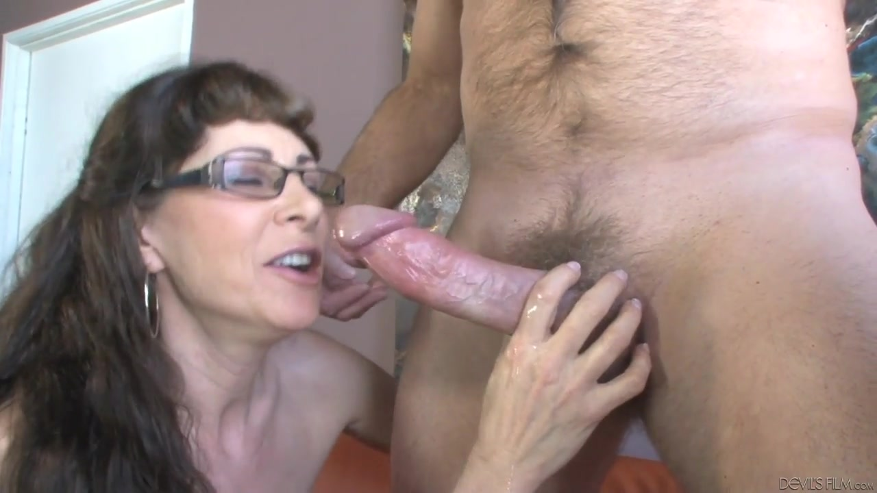 Wife in suck off contest