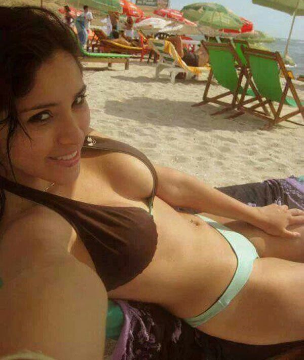 Gifs query bikini babe photo 2
